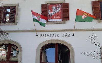 Immár házunk homlokzatán is lobogtatja a szél a felvidéki zászlót